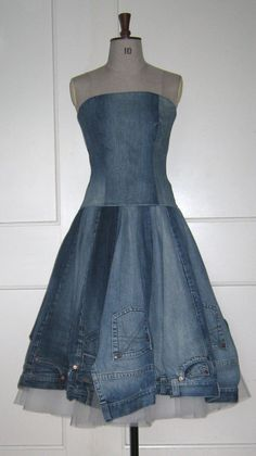 think i would have the skirt with out the pockets etc. maybe add them as actual pockets on the dress(Diy Ropa Jeans) Recycled Fashion, Recycled Denim, Diy Clothing, Sewing Clothes, Denim Fashion, Fashion Clothes, Artisanats Denim, Jeans Recycling, Jean Diy