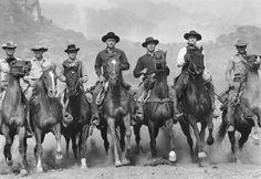 Still of Charles Bronson, James Coburn, Steve McQueen, Yul Brynner, Robert Vaughn, Horst Buchholz and Brad Dexter in A hét mesterlövész (1960)