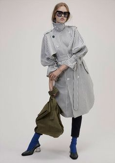 Blouse, Tunic or fully-lined Coat.A perfect finish to your outfit. Fashion 2017, Hijab Fashion, Fashion Outfits, Womens Fashion, Fashion Trends, Fashion Details, Look Fashion, Winter Fashion, Fashion Design