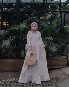 New fashion hijab style simple abayas ideas Kebaya Muslim, Kebaya Hijab, Kebaya Dress, Muslim Dress, Model Baju Hijab, Kebaya Modern Dress, Hijab Casual, Simple Hijab, Hijab Chic