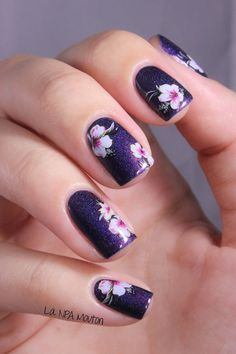 Image via Flower-Nail-Art-Designs-Acrylic-Free-Hand-Floral-Nail-Art Fancy Nails, Cute Nails, Pretty Nails, Latest Nail Art, Trendy Nail Art, Pretty Nail Designs, Nail Art Designs, Hawaiian Nails, Jolie Nail Art