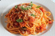 Te enseñamos a preparar de manera sencilla la receta de espaguetis de Sofía Loren, una receta de película, ingredientes, tiempos de elaboración y paso a paso