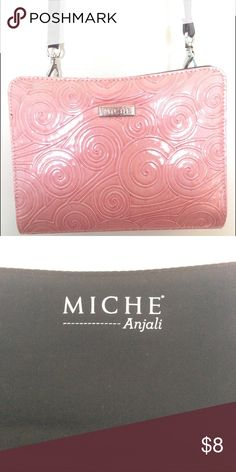 Petite Miche shell! Really lovely!! The petite Miche Anjali is not only adorable it's the perfect piece to add elegance to any classic outfit! In wonderful condition! This or any Miche shell gives you a great way to switch up styles without even changing your purse! Simply snap on and off! Lovely shell. Miche  Bags
