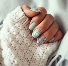 If you're looking to do seasonal nail art, spring is a great time to do so. The springtime is all about color, which means bright colors and pastels are becoming popular again for nail art. These types of colors allow you to create gorgeous nail art. Snowflake Nail Design, Christmas Nail Art Designs, Winter Nail Designs, Winter Nail Art, Cute Nail Designs, Acrylic Nail Designs, Winter Nails, Acrylic Nails, Snowflake Nails