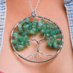 DIY Tree Pendant - - DIY Tree Pendant Fashion & Design We have just the fashion & design tips and tricks, that we just can't get enough of! Handmade Wire Jewelry, Wire Jewelry Designs, Jewelry Patterns, Wire Wrapped Jewelry, Jewelry Crafts, Diy Jewelry Mirror, Gold Jewelry, Jewelry Box, Jewellery