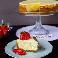 Alltså denna cheesecake😍 To die for! Så sugen på en bit nu🤤 Recept med steg för steg bilder hittar du på bloggen. Sök efter cheesecake i bloggens sökruta❤ http://zeinaskitchen.se/cheesecake/