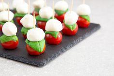 Des mini piques qui mêlent fromage et légume ou fruit frais.