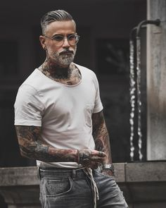 Grey Hair Men, Men Hair Color, Long Beard Styles, Hair And Beard Styles, Silver Fox Hair, Old Man Fashion, Beautiful Men Faces, Beard Tattoo, Beard No Mustache