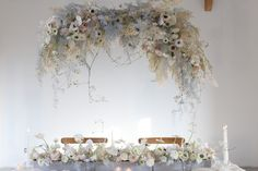 Formation fleuriste one to one - Capucine Atelier Floral Flower Ceiling, Rose Pastel, Chandelier, Ceiling Lights, Lighting, Flowers, Inspiration, Home Decor, Fashion