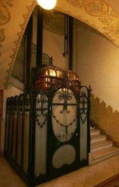 Casa Berenguer 1907. Diputació 246. Arquitecte: Bonaventura i Joaquim Bassegoda