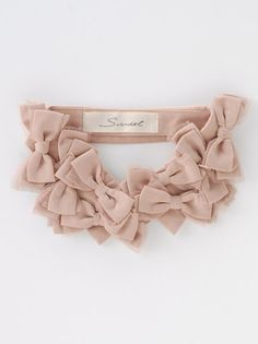 Nude Bow Collar. It definitely has that wow factor and has a unique look. Great if you want to turn heads.