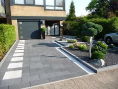 Pflaster Hausseite - Baasner Galabau The Effective Pictures We Offer You About Front Yard hill A quality picture can tell you many things. Front Yard Garden Design, Small Front Yard Landscaping, Modern Landscaping, Yard Design, Landscaping Design, Modern Landscape Design, Garden Landscape Design, Contemporary Design, Plaster House