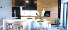 Nowoczesna kuchnia z dwustopniową wyspą – zobacz aranżację!  Fot. Tukan Meble