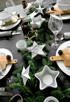 modern table decoration for christmas evergreen branches – star candles dark gray tablecloth Source by studiostoriesde Christmas Table Settings, Christmas Tablescapes, Christmas Table Decorations, Decoration Table, Nordic Christmas, Noel Christmas, Modern Christmas, Xmas, White Christmas