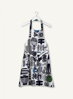 This cotton apron features the Puutarhurin parhaat pattern in light gray, black and green. Marimekko, Long Ties, Modern Shop, Design Competitions, Bold Prints, Design Crafts, Teal, Textiles, Black And White