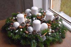 Christmas Time, Christmas Wreaths, Christmas Decorations, Table Decorations, Holiday Decor, Christmas Candle Holders, Advent Wreath, Christmas Arrangements, Candles
