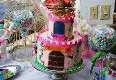 Ideias incríveis para uma festa chá de princesas! Sua filha vai adorar essas sugestões de decoração, bolos, docinhos, convites e lembrancinhas!