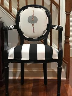 French Style Chairs, French Dining Chairs, Dinning Chairs, Living Room Chairs, Dining Table, Reupholster Furniture, Chair Upholstery, Upholstered Furniture, Upholstered Dining Chairs