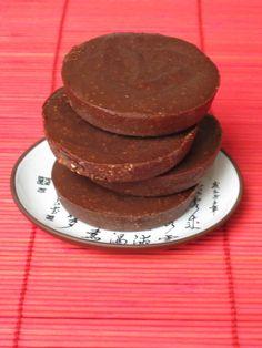 Primal Fudge - No Sugar Primal Recipes, Clean Recipes, Gluten Free Recipes, Bar Recipes, Healthy Sweets, Healthy Snacks, Healthy Eating, Five Ingredients, Food To Make