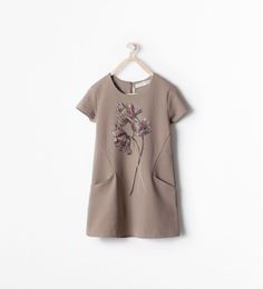 Discover the new ZARA collection online. Girls Summer Outfits, Kids Outfits, Baby Girl Fashion, Kids Fashion, Little Girl Dresses, Girls Dresses, Fall Family Photo Outfits, Kids Frocks, Cute Dresses