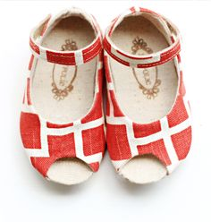oh my goodness... I just can't get over these.  And sold out.  I would have gotten them for baby girl #2.
