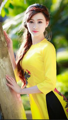 Beautiful eyes lovely picture beautiful lady very sexy.Gorgeous Asian girl in yellow dress Beautiful Girl Indian, Beautiful Girl Image, Beautiful Indian Actress, Most Beautiful Women, Beautiful Eyes, Korean Beauty Girls, Beauty Full Girl, Beauty Women, Ao Dai