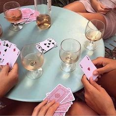 Clear example of not keeping you cards to your chest... via @staud.clothing #poker #drinks #games #cards #winetime #staud #fashion #fashionbrand #la #summer