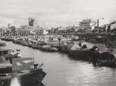 Boats along Singapore River Bruce Lee Movies, River Mouth, Singapore Photos, Old Pictures, Nostalgia, Island, History, Places, Boats