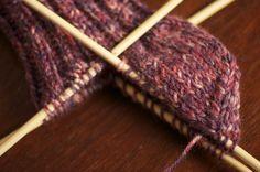 RongyCraft: The sock knitting tutorial: Beginners Socks for Children Easy Knitting Projects, Yarn Projects, Knitting For Beginners, Knitting Tutorials, Crochet Socks, Knit Or Crochet, Knitted Hats, Knit Socks, Knitting Socks