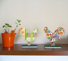 Tadaaa...And the final touch. The psychedelic eastern roosters. Well...decoupage IS a method that drives you crazy.
