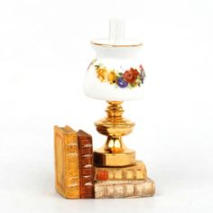 RP13728 - Table Lamp With Book