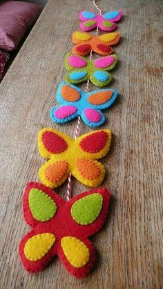 Colorful felt butterfly garland by HetBovenhuis on Felt Crafts, Easter Crafts, Fabric Crafts, Sewing Crafts, Sewing Projects, Craft Projects, Diy Crafts, Felt Garland, Felt Ornaments