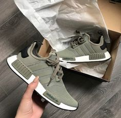 adidas Originals NMD in oliv-weiß/green-white // Foto: mr. Crazy Shoes, Me Too Shoes, Instagram Mode, Instagram Design, Instagram Fashion, Adidas Originals, Moda Sneakers, Adidas Sneakers, Adidas Workout Shoes