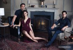 A gallery of Batman v Superman: Dawn of Justice publicity stills and other photos. Featuring Ben Affleck, Henry Cavill, Gal Gadot, Zack Snyder and others. Gal Gadot Photos, Ben Affleck Batman, Gal Gardot, Gal Gadot Wonder Woman, Batman Vs Superman, Batman Art, Hollywood Celebrities, Female Celebrities, Beautiful Celebrities
