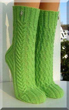 Ravelry: Hexenbesen pattern by Micha Klein Loom Knitting, Knitting Stitches, Knitting Socks, Hand Knitting, Knitting Patterns, Crochet Socks, Knit Crochet, Knit Socks, Bed Socks