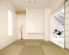 白だとこれが、リアルな感じじゃない?こだわりの凝縮//モダン 和室 Modern Japanese Interior, Japanese Home Decor, Japanese Modern, Japanese House, Washitsu, Bedroom Minimalist, Tatami Room, Japan Interior, House Layouts