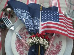 4th of July ideas ~ RED WHITE AND BLUE TABLESCAPE ~ from: The Style Sister's