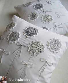Watch The Video Splendid Crochet a Puff Flower Ideas. Phenomenal Crochet a Puff Flower Ideas. Crochet Cushions, Sewing Pillows, Crochet Pillow, Diy Pillows, Crochet Flower Patterns, Crochet Doilies, Crochet Flowers, Embroidery Patterns, Pillow Embroidery