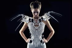 Smart Spider Dress, powered by Intel Edison, blends fashion with robotics and wearable technology to express the wearer's emotions and protect their personal space. Impression 3d, Intel Edison, 3d Printed Dress, Mode 3d, Textiles, 3d Prints, Fantasy Dress, Wearable Technology, Mode Outfits