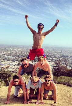 THE VAMPS ! SHIRTLESS !