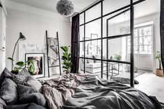 A small & dreamy Scandinavian apartment with a glass wall (Daily Dream Decor) Modern Studio Apartment Ideas, Studio Apartment Decorating, Apartment Design, Apartment Layout, Studio Decor, Deco Studio, Studio Room, Scandi Living, Residence Life