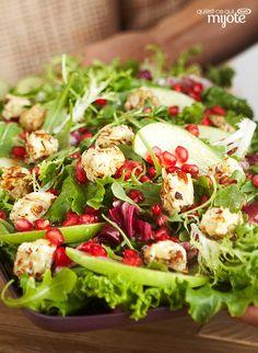 Salade verte avec croûtons de fromage à la crème tièdes #recette