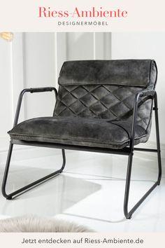 Dieser Sessel verbindet höchsten Sitzkomfort mit einem gekonnten Retro Design und wird so im Handumdrehen zum neuen Lieblingsstück Deines Ambientes. Das stabile Gestell aus pulverbeschichtetem Metall trägt eine hochwertig gepolsterte Sitzschale mit elegantem Samtbezug. Der Bezug schimmert leicht und strahlt eine Eleganz aus, die hervorragend mit dem Retro Look harmoniert. Retro Lounge, Mustang, Retro Look, Retro Design, Armchair, Metal, Ad Home, Retro Salon, Mustangs