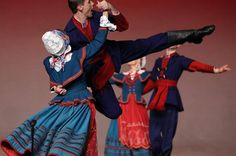 """lamus-dworski: Various Polish folk dresses and dances from the repertoire of the """"Mazowsze"""" Song and Dance Ensemble. Folk Clothing, Folk Dance, The Shepherd, Folk Costume, Dance Costumes, Traditional Dresses, Folklore, Ukraine, Culture"""