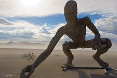 gigantesque sculpture de 11 tonnes exposée lors du dernier #Burning-man créé par #Karen #Cusolito