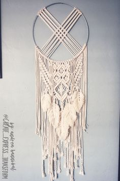 Most recent Free of Charge Macrame dream catcher Tips If you have found out our new macramé collection and you really are addicted about this ageless hob Macrame Design, Macrame Art, Macrame Projects, Macrame Knots, Macrame Wall Hanging Patterns, Macrame Plant Hangers, Macrame Patterns, Micro Macramé, Creations