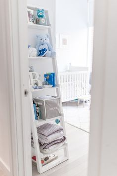 Nursery inspiration: http://www.stylemepretty.com/living/2015/04/01/decorating-a-nursery-in-a-small-space/ | Photography: Fashionable Hostess - http://www.fashionablehostess.com/