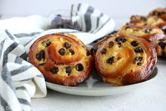 """Wake up to the so-called """"pains aux raisins""""! These easy raisin brioches filled with vanilla pastry cream are a reminiscence of my childhood in France. Pain Aux Raisins, Dried Raisins, Pain Aux Raisin Recipe, Raisin Sec, Pain Au Levain, Pastry School, Instant Yeast, French Pastries, Pastry Recipes"""