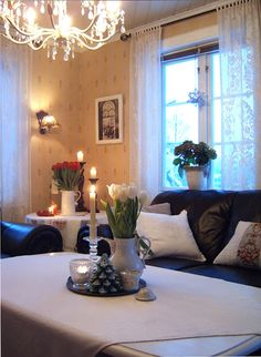 Wonderful Scandinavian sitting room with accessories that evoke the winter season. <3 the delicate lace curtains.