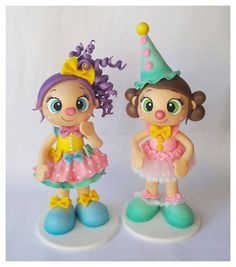 Fofuchas payasitas. Hobbies And Crafts, Diy And Crafts, Arts And Crafts, Barbie Cake, Homemade Toys, Crochet Doll Pattern, Doll Tutorial, Foam Crafts, Amigurumi Doll